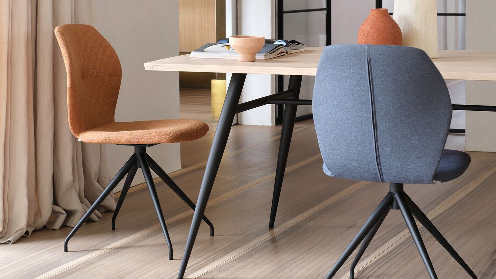 mobitec-mood-91-chaise-tissu-pied-central-metal-noir-06-label-maison-nantes