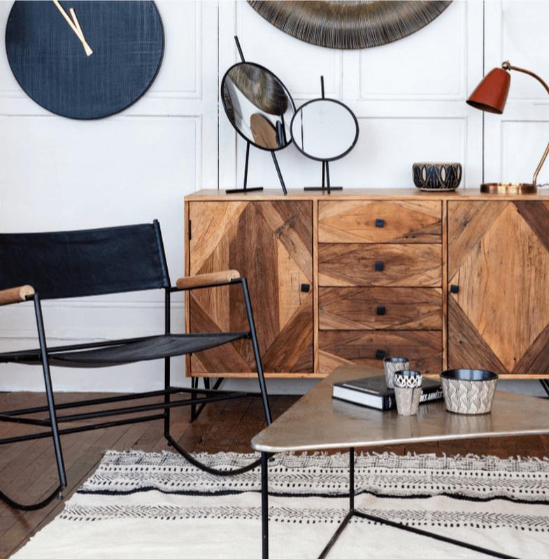 https://www.labelmaison.fr/wp-content/uploads/2021/09/athezza-horloge-miroir-fauteuil-table-triangle-dore-label-maison-nantes1.png